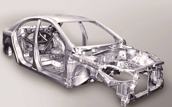 鸟巢式全承载车身架构配合高强度钢板的应用 安全碰撞时,车身承担着吸收、分散碰撞能量和抵御变形的职责,因此车身结构是决定汽车安全性的关键,是汽车面临撞击时的最后一道防线。在车身材料选择时,高强度钢备受青睐,不仅使得整车质量显著减轻,而且使车辆的耐撞性及乘员安全性增强。在这一点上和悦不甘人后,以40% 以上的高强度钢板和12%特高强度板的应用将这一优势发挥极致,既减轻车身的重量,节省油耗,又保障了车身安全刚度,有效提高了汽车车身的抗冲击性能,防止在行驶中由于路面的砂石飞溅碰撞产生凹痕,延长了汽车的使用寿命。
